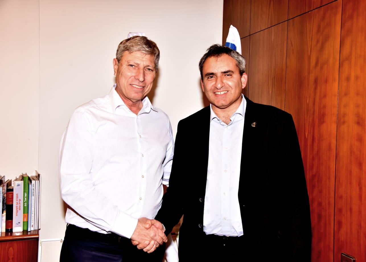 ראש העיר יעקב פרץ עם השר להגנת הסביבה, זאב אלקין