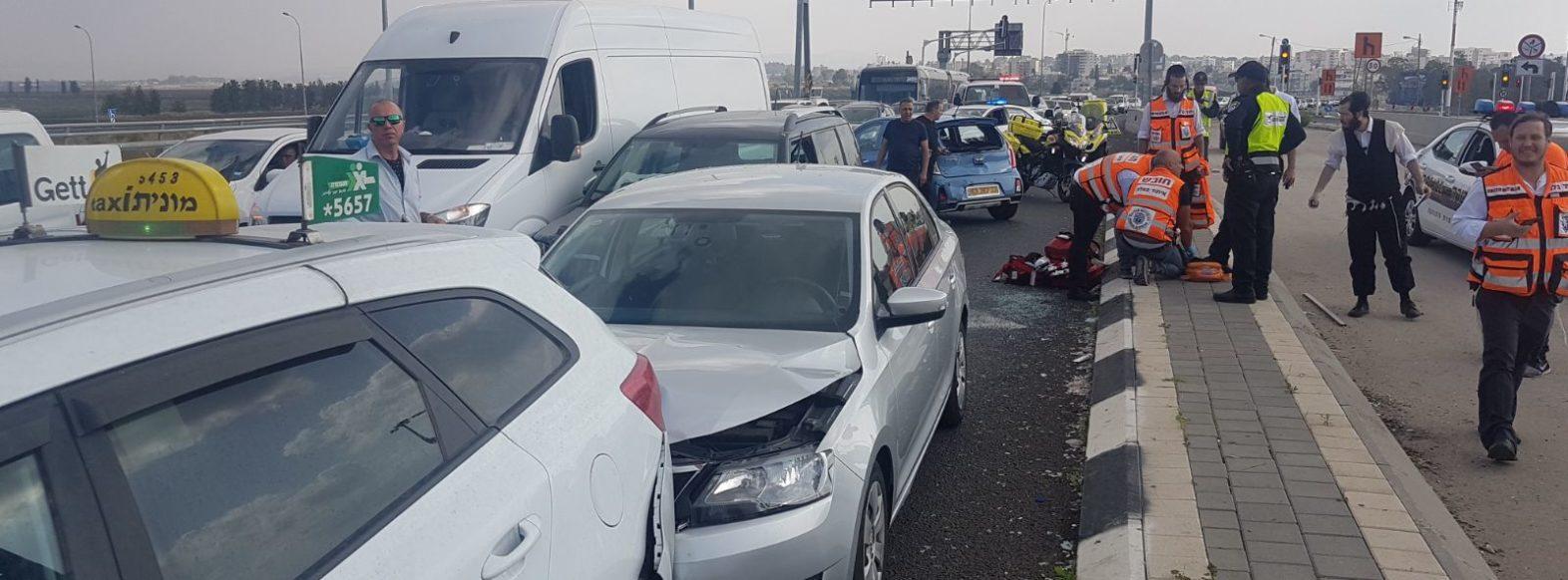 כביש 22-נהג איבד שליטה ופגע בחמישה כלי רכב,מצבו אנוש