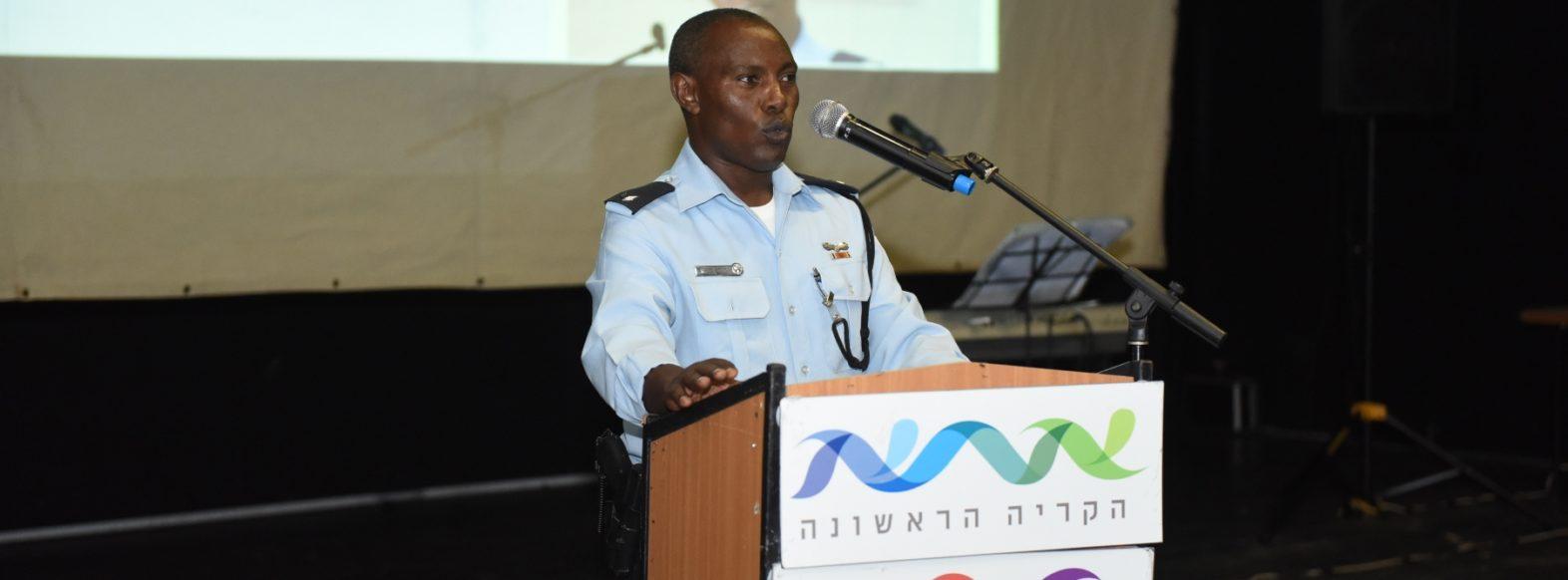 """כנס """"קהילה ומשטרה"""" לבני העדה האתיופית בקרית אתא"""
