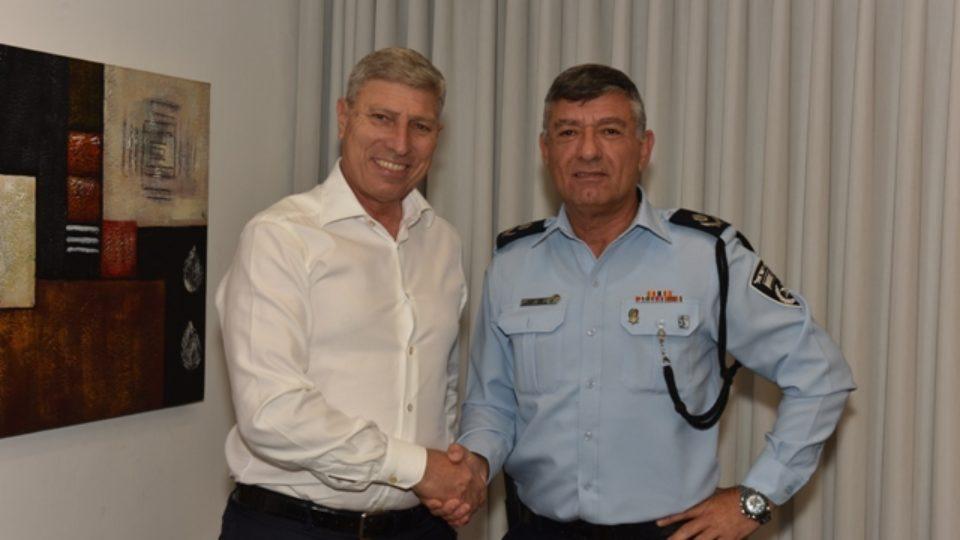 מפקד מחוז חוף ניצב פרץ עמר ערך פגישת היכרות עם ראש עיריית קרית אתא