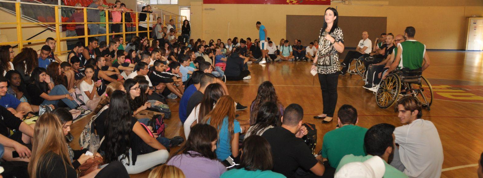 פרויקט בטיחות בדרכים בתיכון רוגוזין