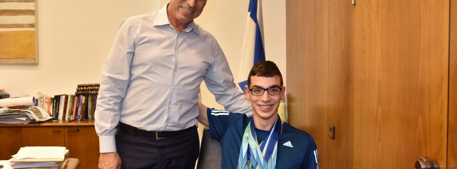קריית אתא: תלמיד בן 17 זכה באליפות אירופה בשחיה פראלימפית