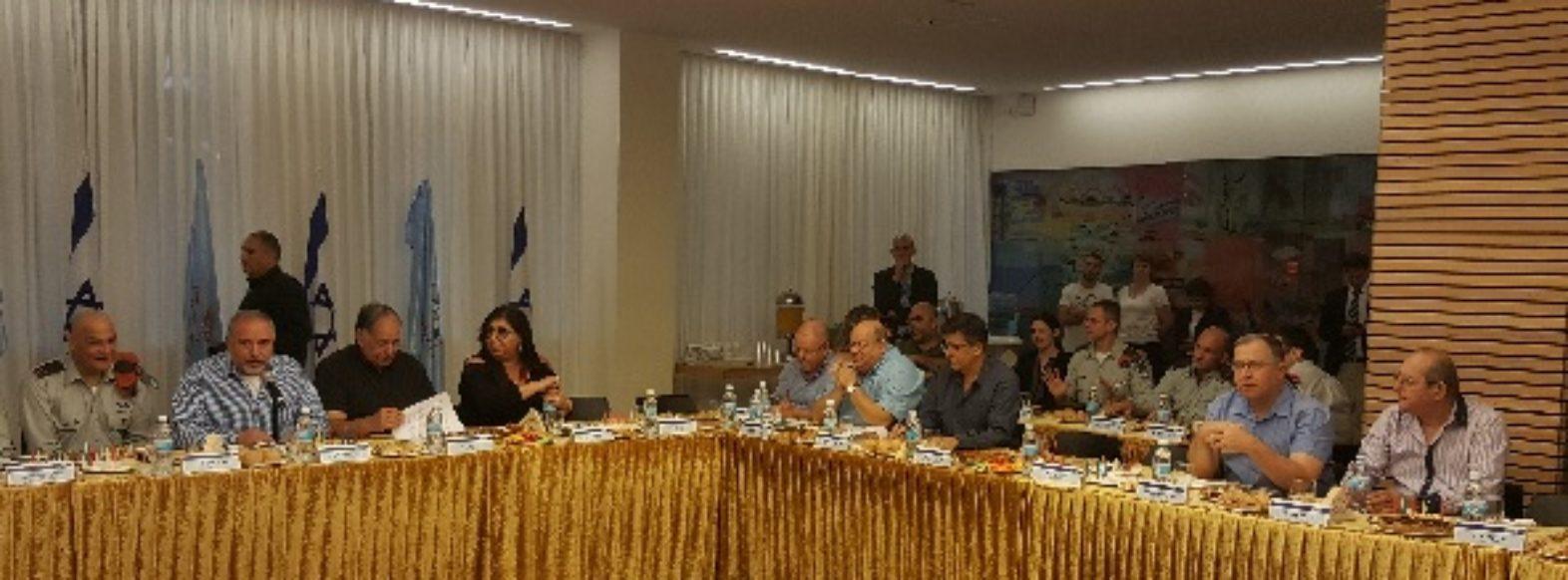דוקורסקי השתתף במפגש מיוחד עם שר הביטחון  ליברמן בנושא מיגון העורף