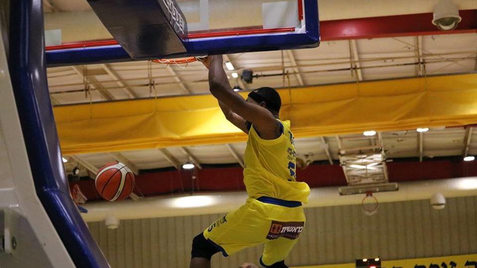 מוצקין מנצחת את מכבי חיפה בכדורסל