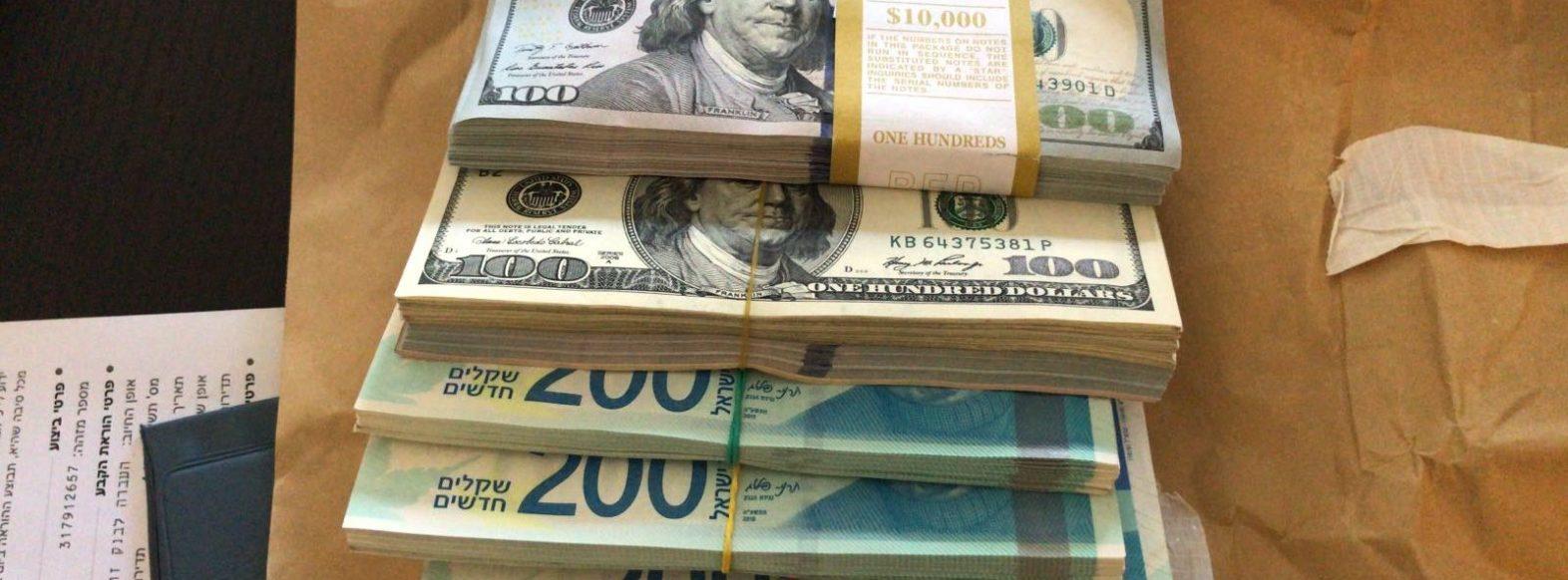 זייפו עשרות כרטיסי אשראי ושטרות מזוייפים