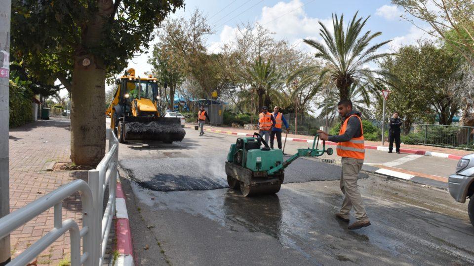 עבודות לסלילת פסי האטה ברחוב צבי הרר