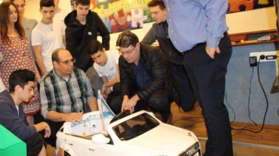 """שר המדע והטכנולוגיה אופיר אקוניס ביקר  בבית הספר התיכון """"אורט"""" קריית ביאליק"""