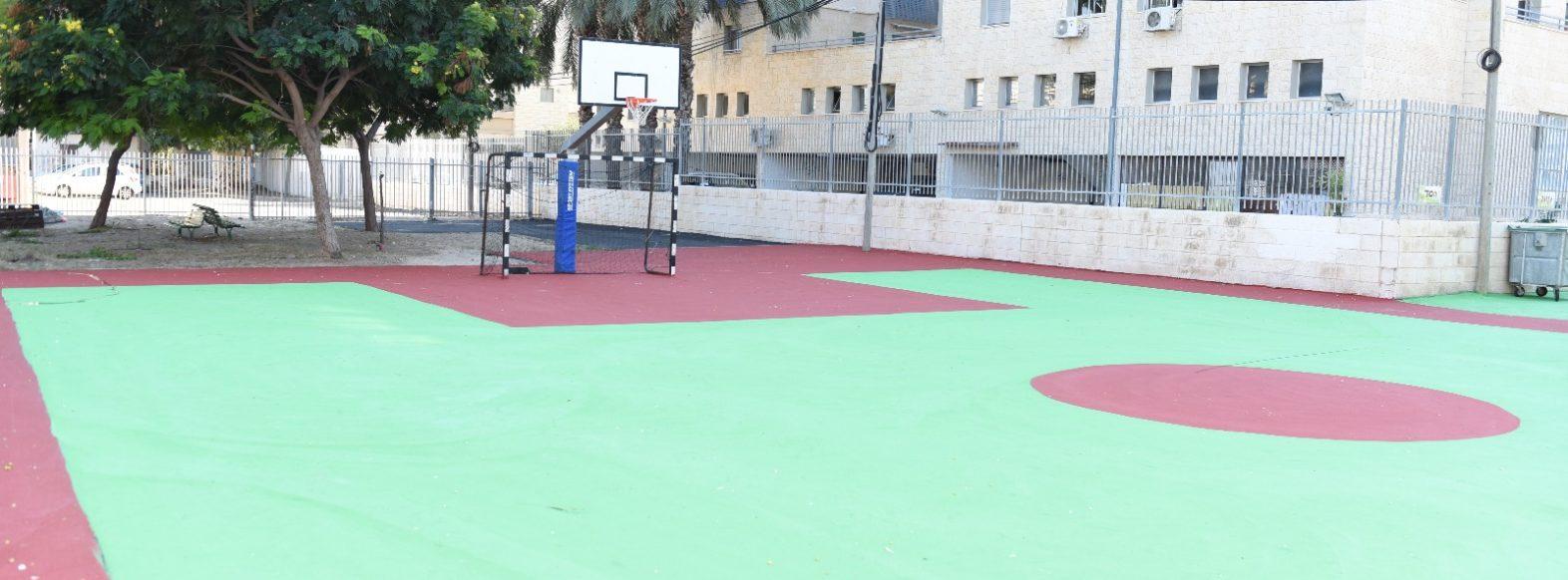 חזרו מחופשת סוכות וגילו מגרשי כדורגל וכדורסל משודרגים ואולם ספורט