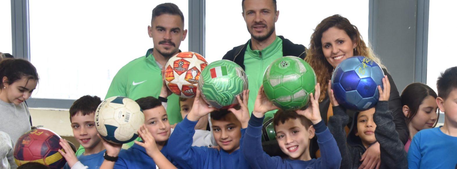 שחקני מכבי חיפה הגיעו לירושלים בקריית אתא