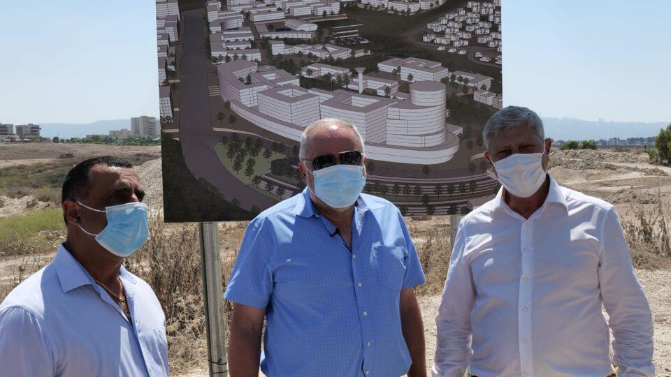 """שר החוץ ליברמן לראש העיר פרץ:""""מרכז רפואי יוקם בקריית אתא"""""""
