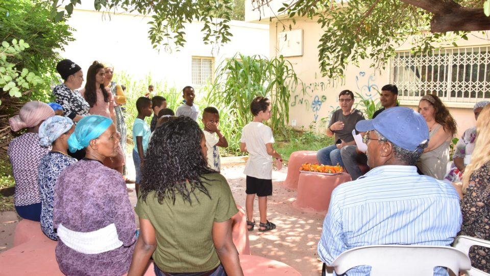 ילדי המועדוניות בשכונת נווה חן מקימים גינה קהילתית