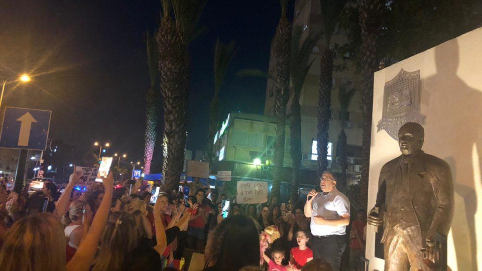 """דוקורסקי במחאת ההורים: """"אין מאבק צודק יותר, מאשר המאבק למען ילדינו""""."""