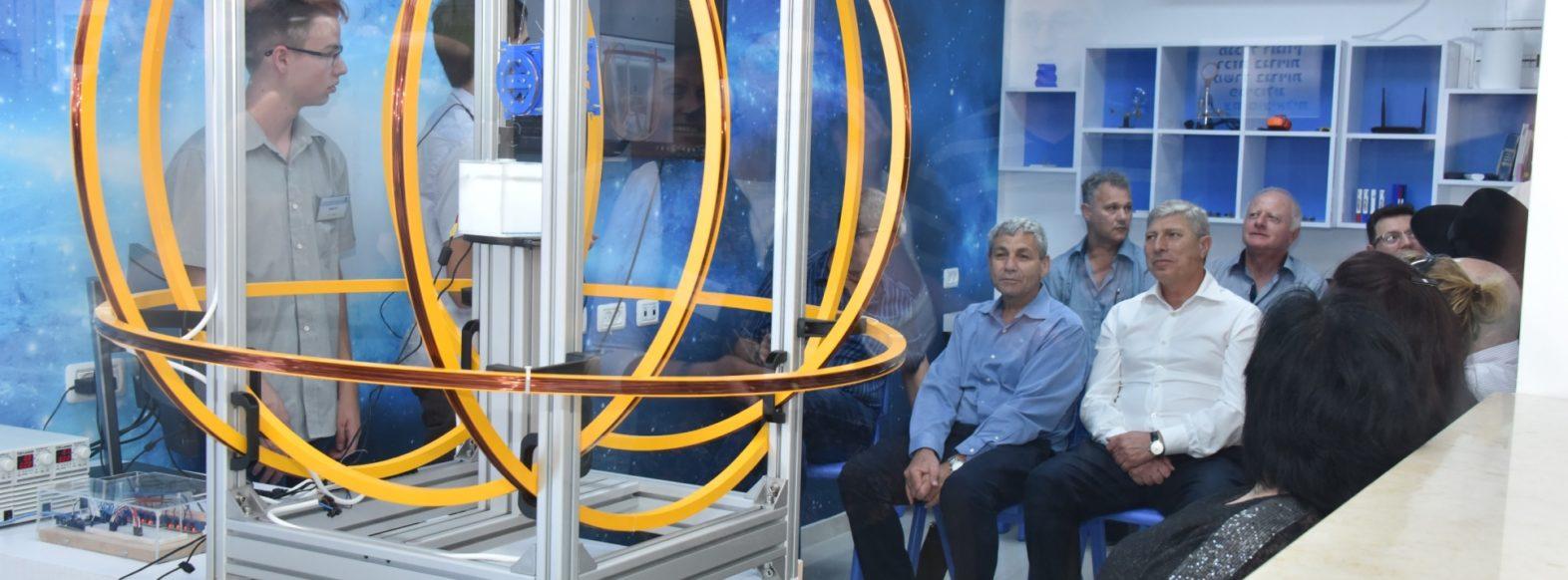 רוגוזין מציגים- מגמת הנדסת חלל