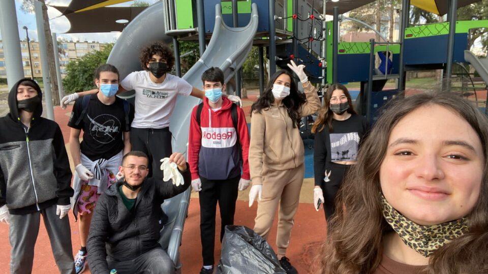 הקבוצה הירוקה – בני הנוער ממרכז הנוער העירוני מנקים את העיר