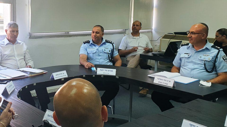 קרית אתא-ועדת האכיפה העירונית התכנסה לדון בתוכניות העבודה ובתגבור מערך האכיפה בעיר