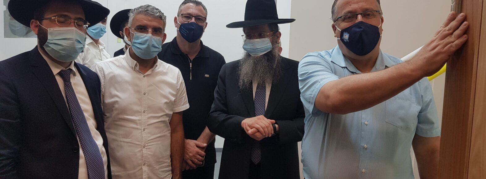 טקס קביעת מזוזה התקיים בבית הכנסת הגדול קהילת נאות אפק קריית ביאליק