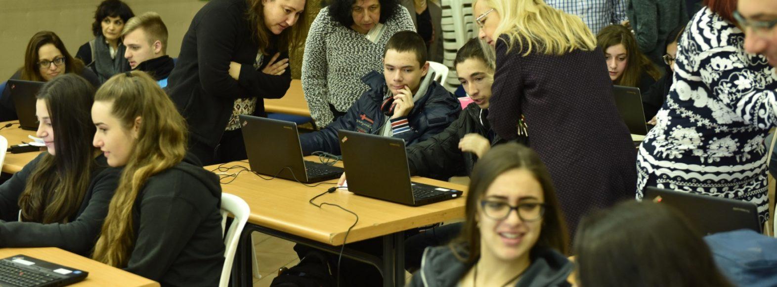 עיריית קרית אתא תעניק 40 מחשבים ניידים לתלמידים ממשפחות מעוטות יכולת