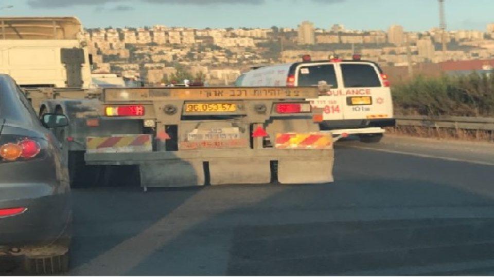 כביש המנהרות-תאונת דרכים בין מיניבוס למשאית