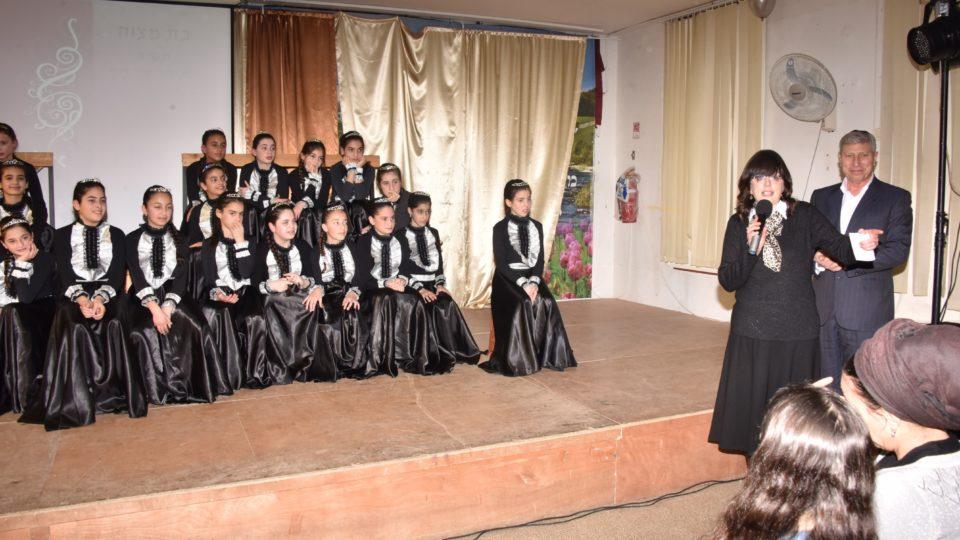 27 תלמידות בית יעקב חגגו יחדיו את טקס בת המצווה