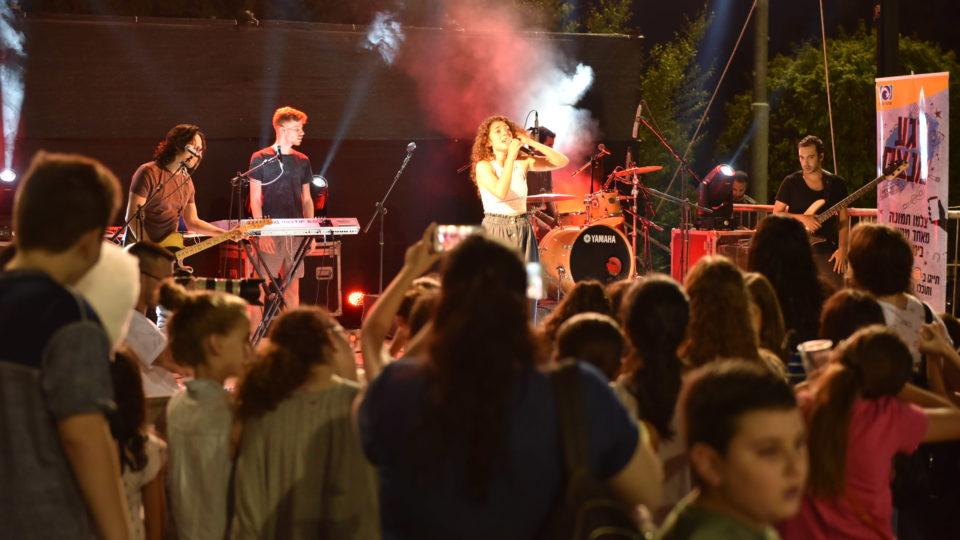 """אלפי תושבים הגיעו לאירועי """"קיץ חם"""" של עיריית קרית אתא"""