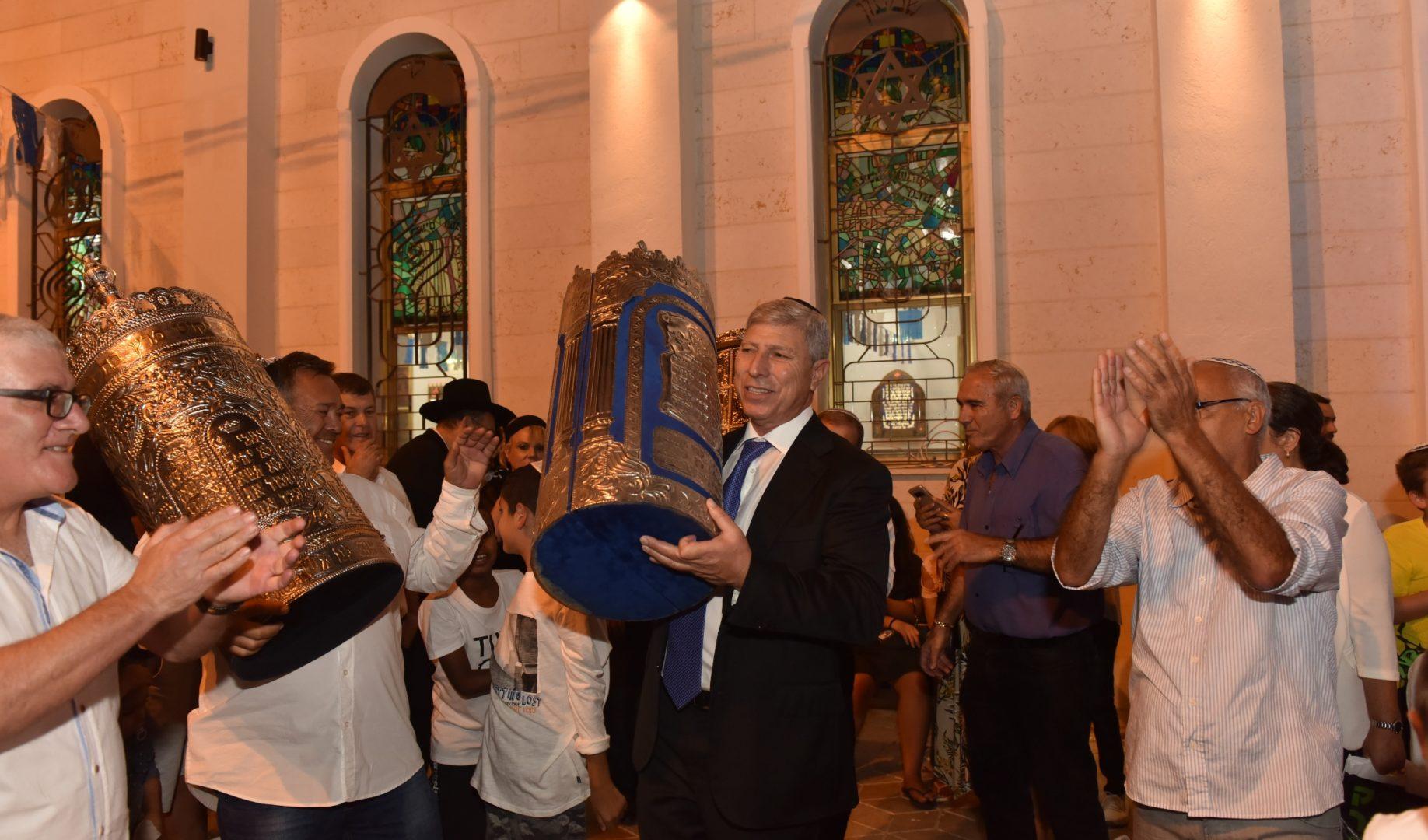 ראש העיר יעקב פרץ בחגיגות שמחת תורה