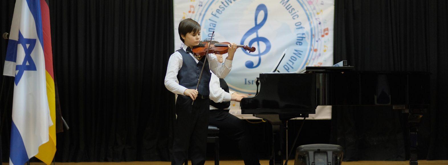 ולדימיר פופוב, תלמיד מרכז המוסיקה העירוני זכה במקום השני בתחרות מוסיקה בינלאומית