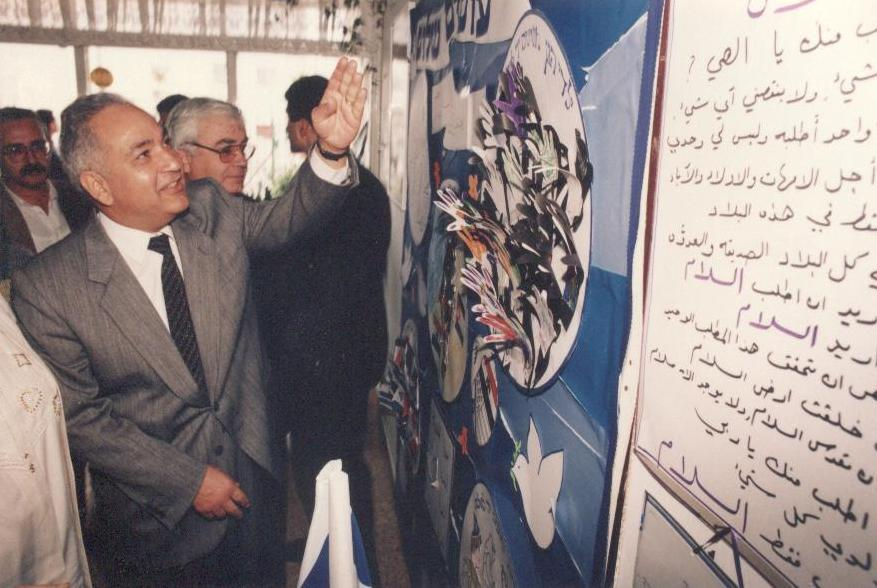 מוחמד בסיוני שגריר מצרים בביקור בקרית מוצקין   25.1.95