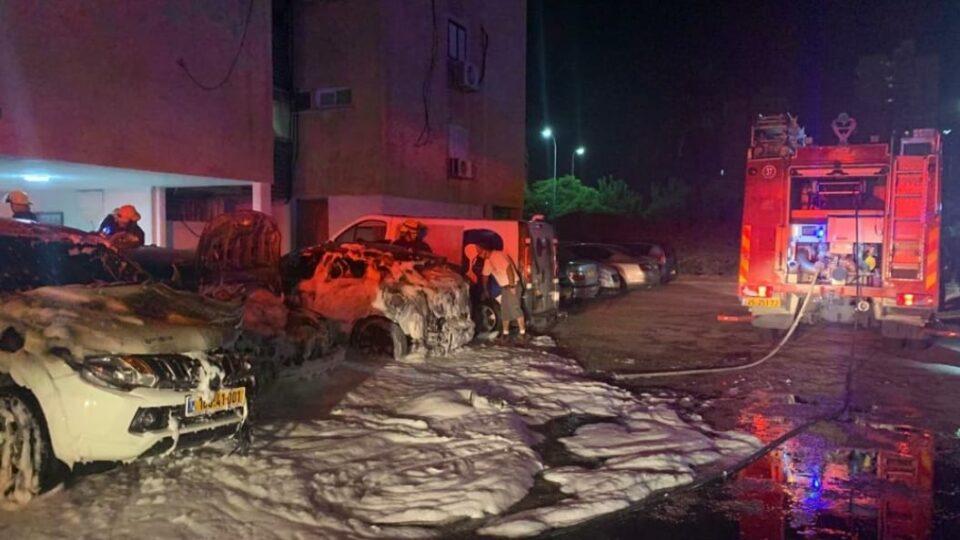 שלושה כלי רכב הוצתו הלילה ברחוב לוי אשכול בקריית מוצקין.