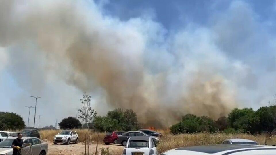 שריפת קוצים פרצה באיזור המוסכים במפרץ חיפה