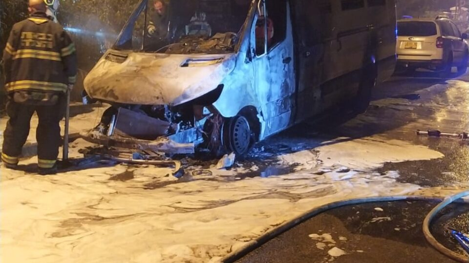 חשד להצתת רכב משטרתי של יחידת נחשון בכפר ביאליק