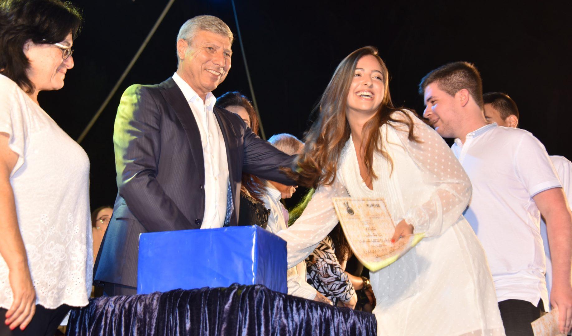 ראש העיר יעקב פרץ ובוגרי בית הספר רוגוזין