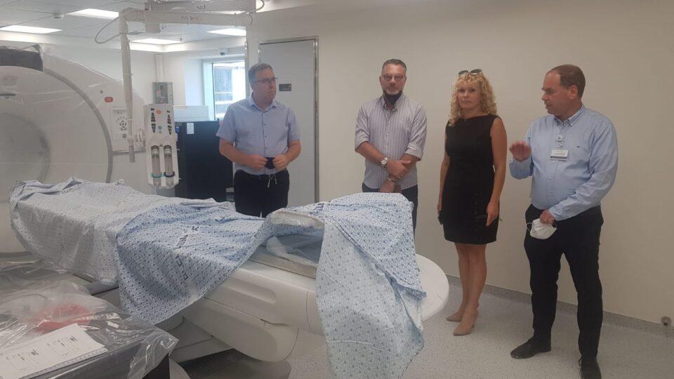 """דוקורסקי, ביקר במרכז הרפואי """"בני ציון"""" כאורחו של מנהל בית החולים, ד""""ר אוהד הוכמן"""