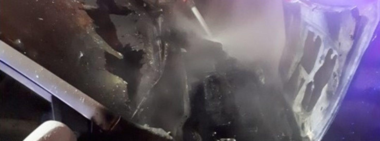 """במהלך ליל ל""""ג בעומר,ניידת משטרתית נשרפה בשכונת צור שלום"""