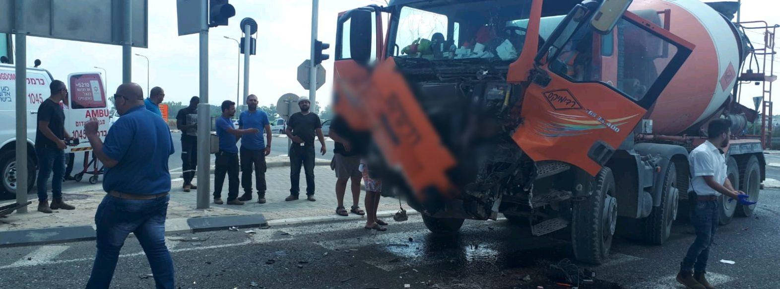 צומת אפק: פצוע בינוני מפגיעת משאית