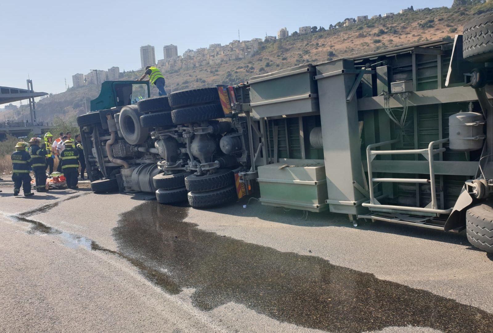 """המשאית ההפוכה. צילום: תיעוד מבצעי מד""""א"""