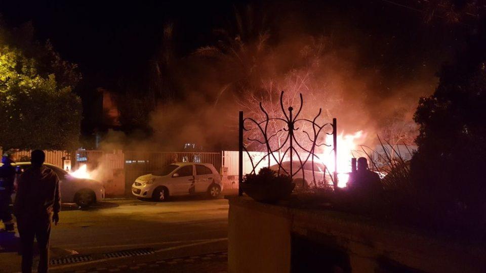 קריית אתא-4 רכבים עלו באש. נבדק חשד להצתה