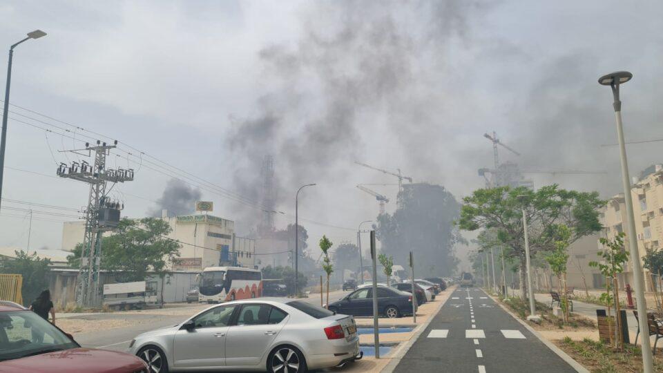שליטה על שריפה במספר מוקדים לאורך ציר הרכבת בקריית ים