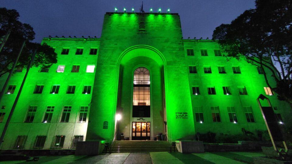 לרגל זכיית מכבי חיפה באליפות, בית העירייה בחיפה נצבע ירוק