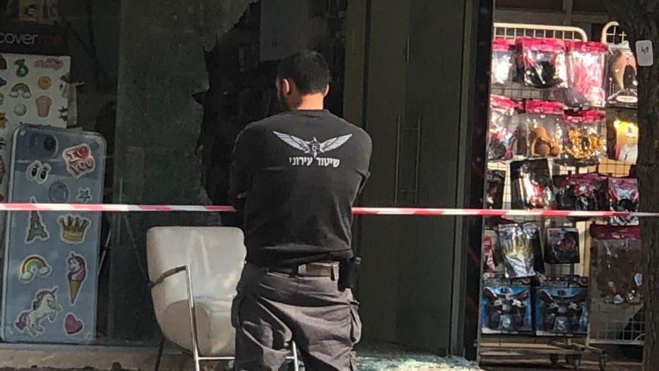 יריות לעבר חנות סלולאר בקריית ביאליק