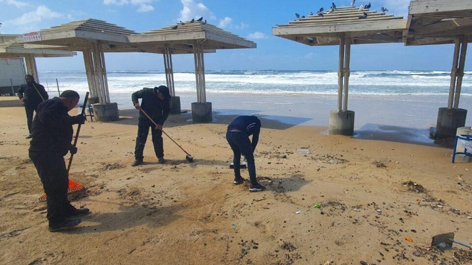 זיהום הזפת בחוף נאות וזבולון בקריות עדיין איתנו